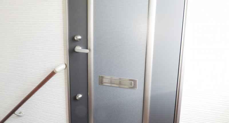 玄関のドアの画像
